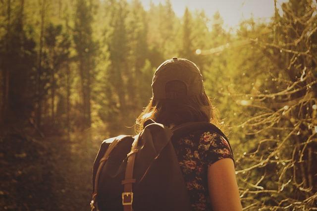 viaggio low-cost-hiker-846094_640