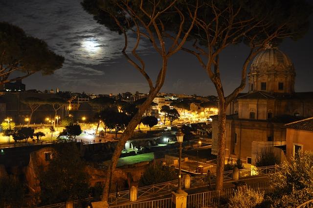 Roma-night-735273_640