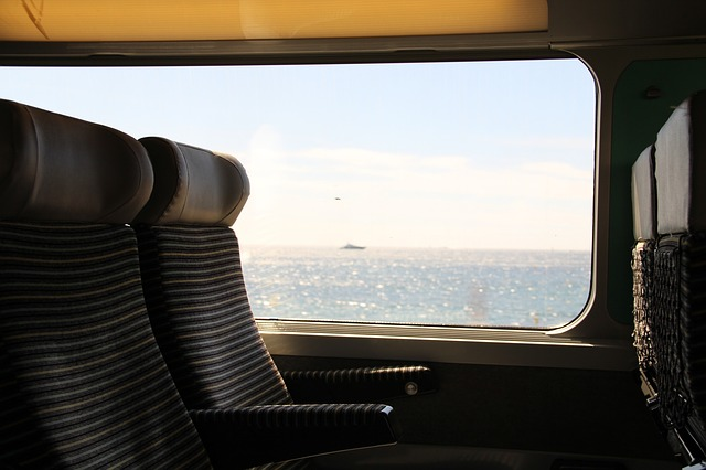 viaggio treno-train-690200_640