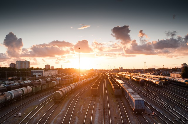 viaggio treno-train-821500_640