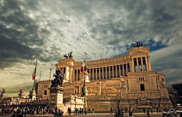 Roma- vittorio-emanuele-monument-298412_640