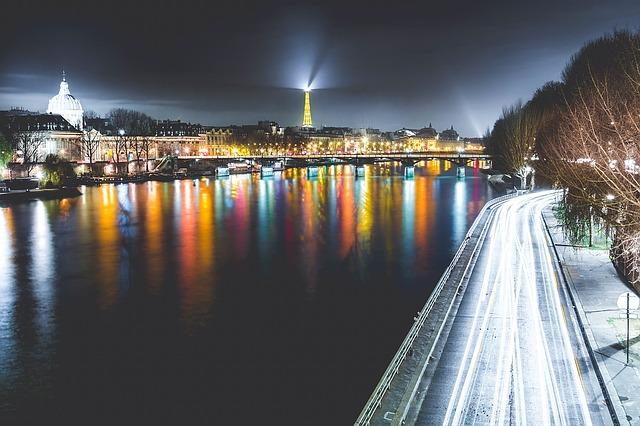 paris-1210005_640