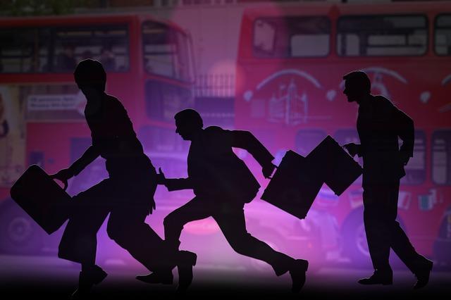 viaggiare in bus-silhouette-246241_640