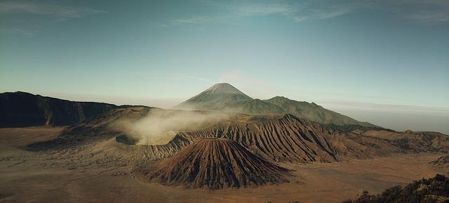 Islanda-volcanoes-569820_640