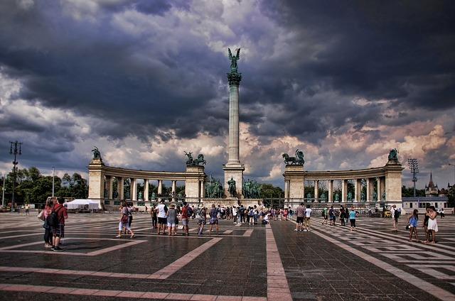 budapest-heldenplatz-1531471_640